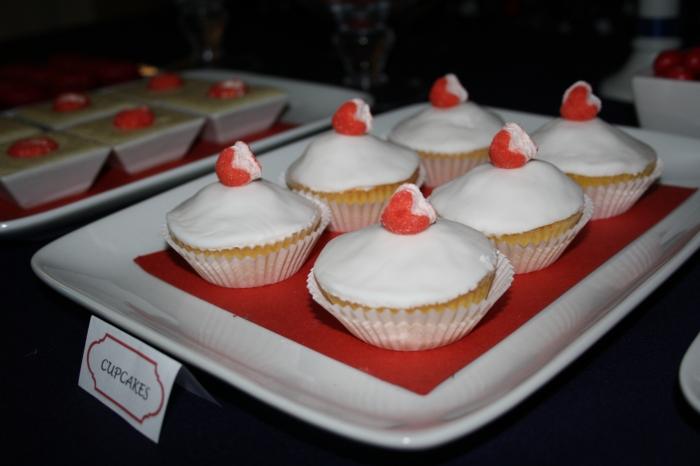 cupcakes coeurs bonbons candy frais tagada rouge red bleu blue blanc white sweet table buffet dessert