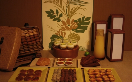 sweet table buffet dessert marron lin vert feuilles nature