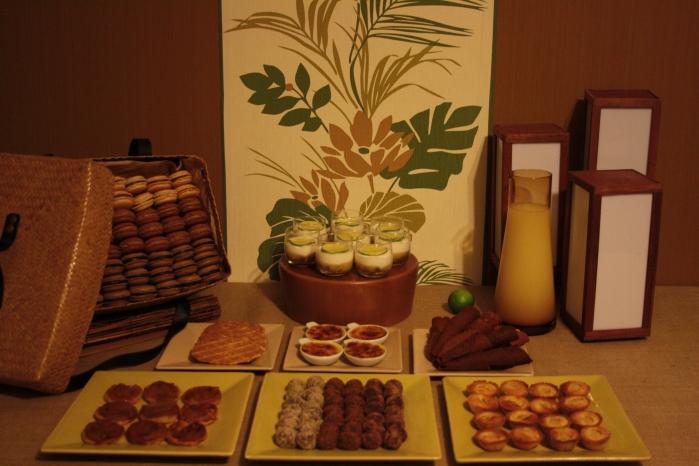 sweet table buffet dessert marron lin vert feuilles nature