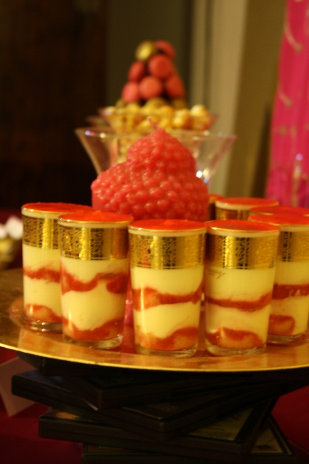 "sweet table buffet dessert rose fushia or pink ""hot pink"" gold inde india bouddha tiramisu fraise"