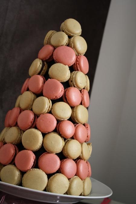 sweet table buffet dessert rose lin taupe pink fille girl girly pièce montée macarons chocolat fraise